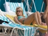 carrie-underwood-bikini-candids-at-the-beach-in-bahamas-04