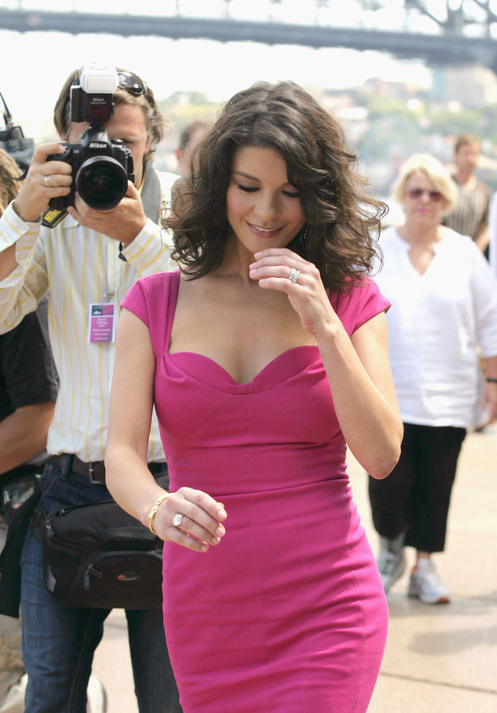 catherine-zeta-jones-death-defying-acts-photocall-at-the-sydney-opera-house-01
