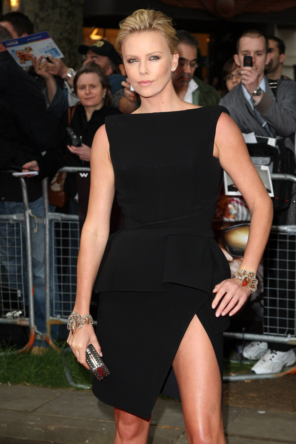 charlize-theron-hancock-uk-premiere-in-london-07
