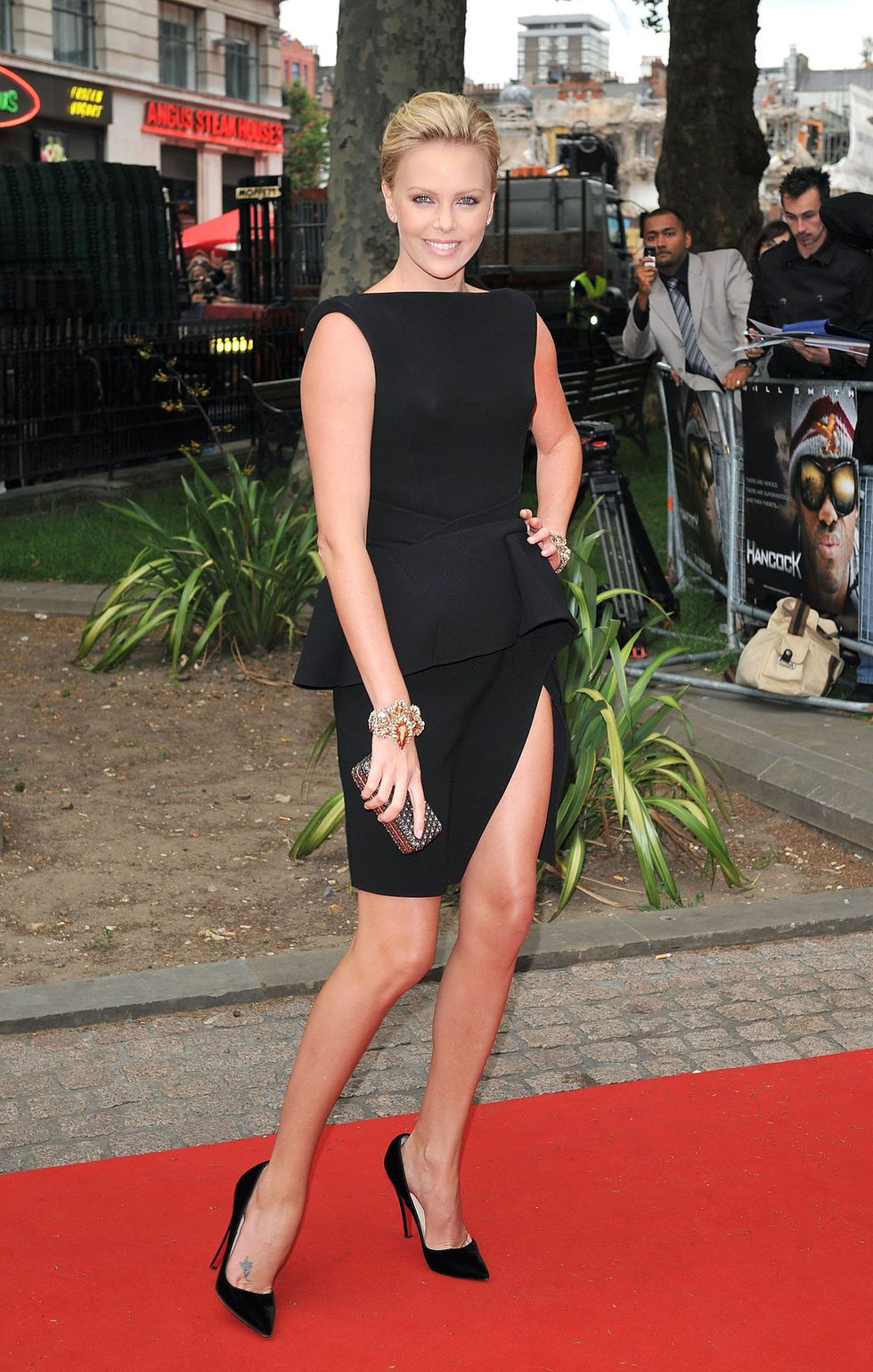 charlize-theron-hancock-uk-premiere-in-london-08