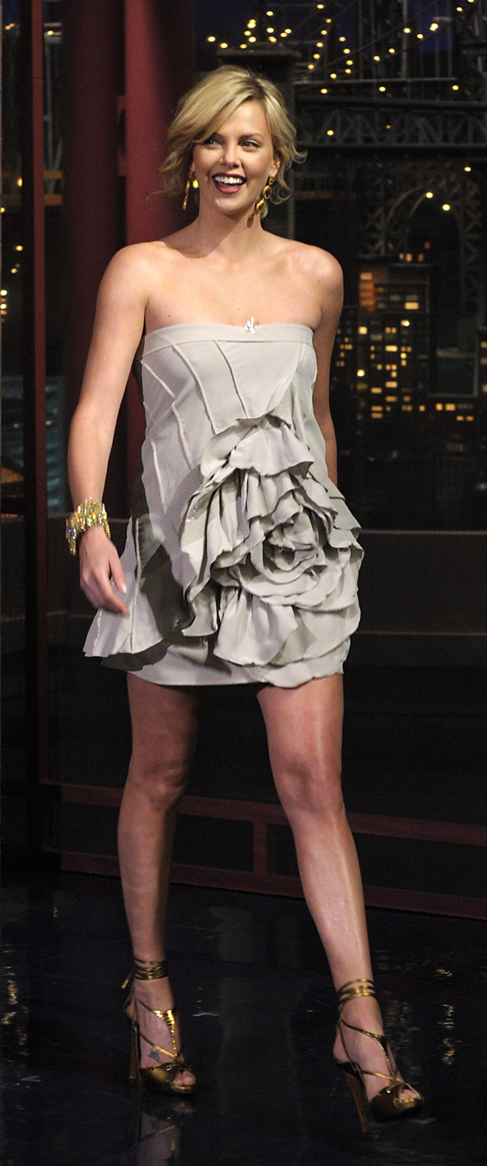 charlize-theron-late-show-with-david-letterman-in-new-york-city-01