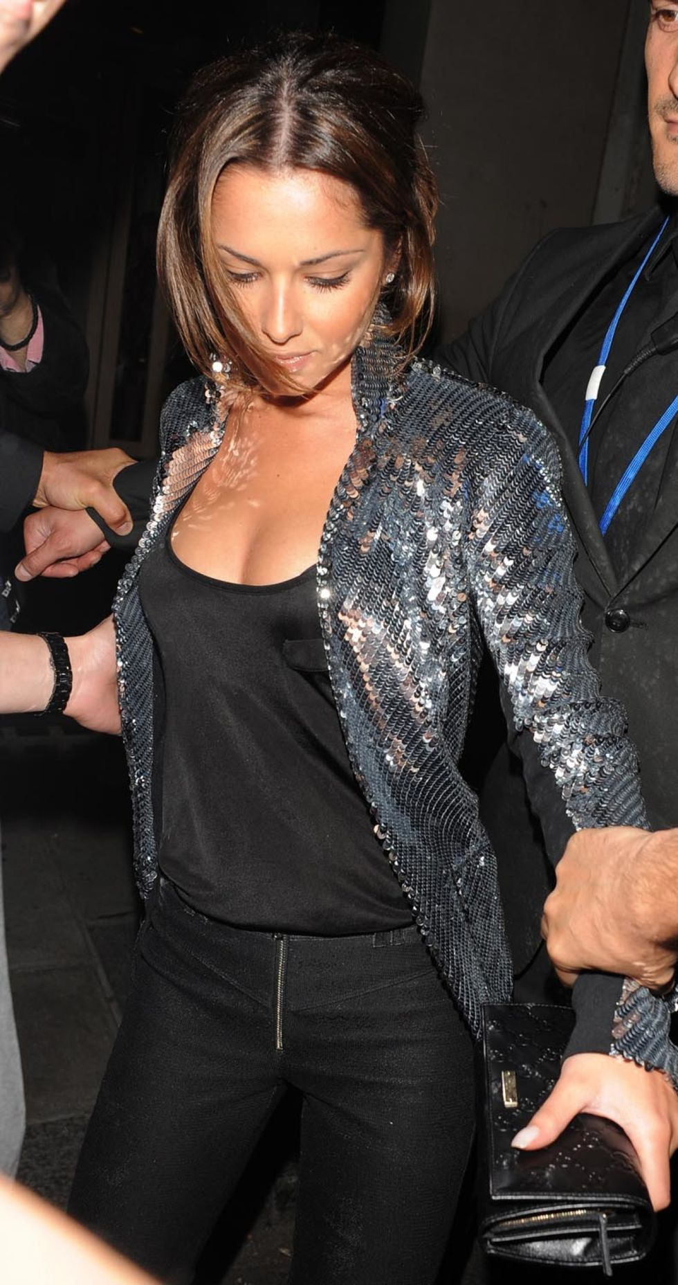 cheryl-cole-cleavage-candids-in-london-01