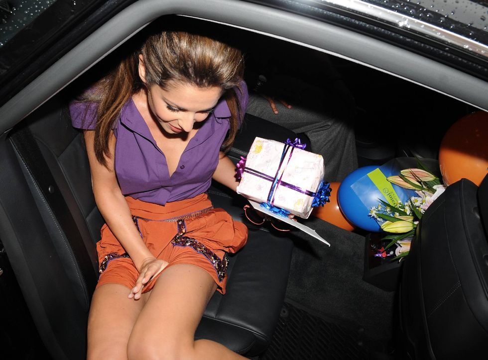 cheryl-cole-leggy-candids-in-london-01