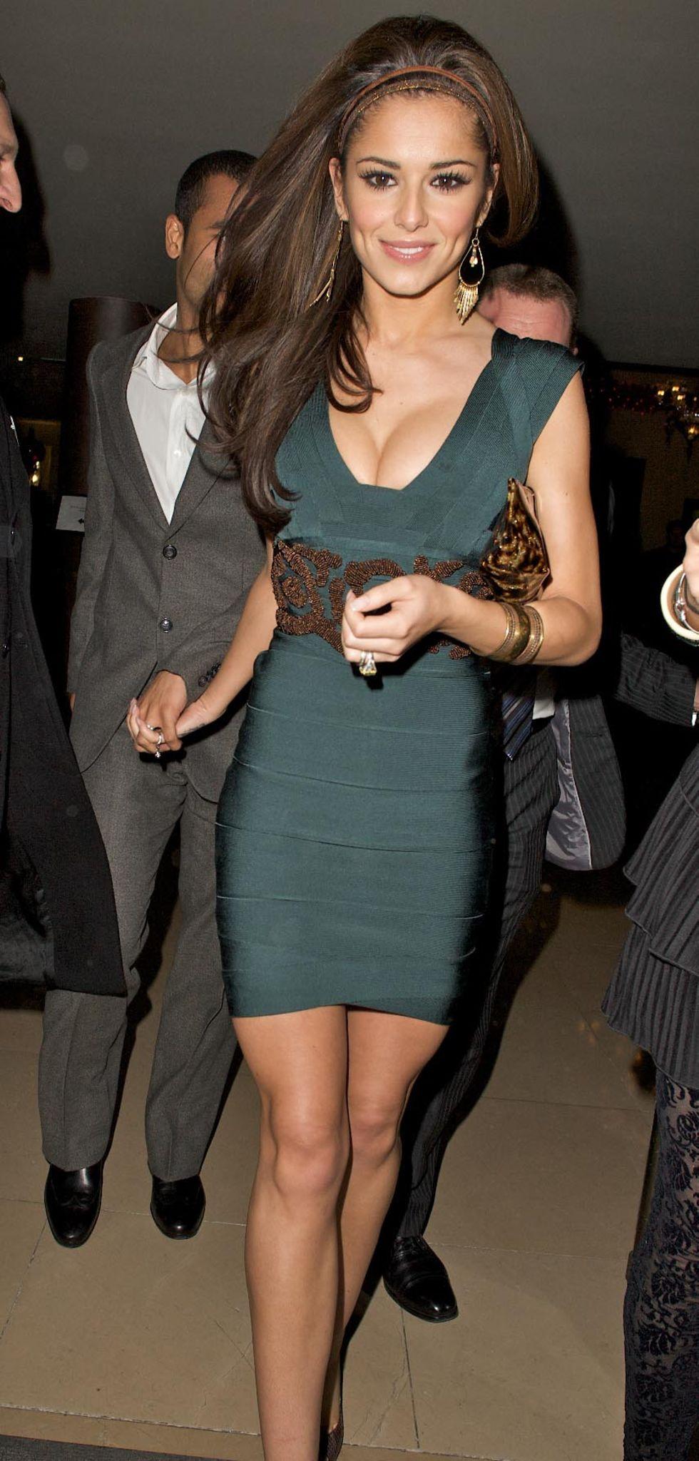 cheryl-tweedy-cleavage-candids-at-mayfair-hotel-in-london-mq-01