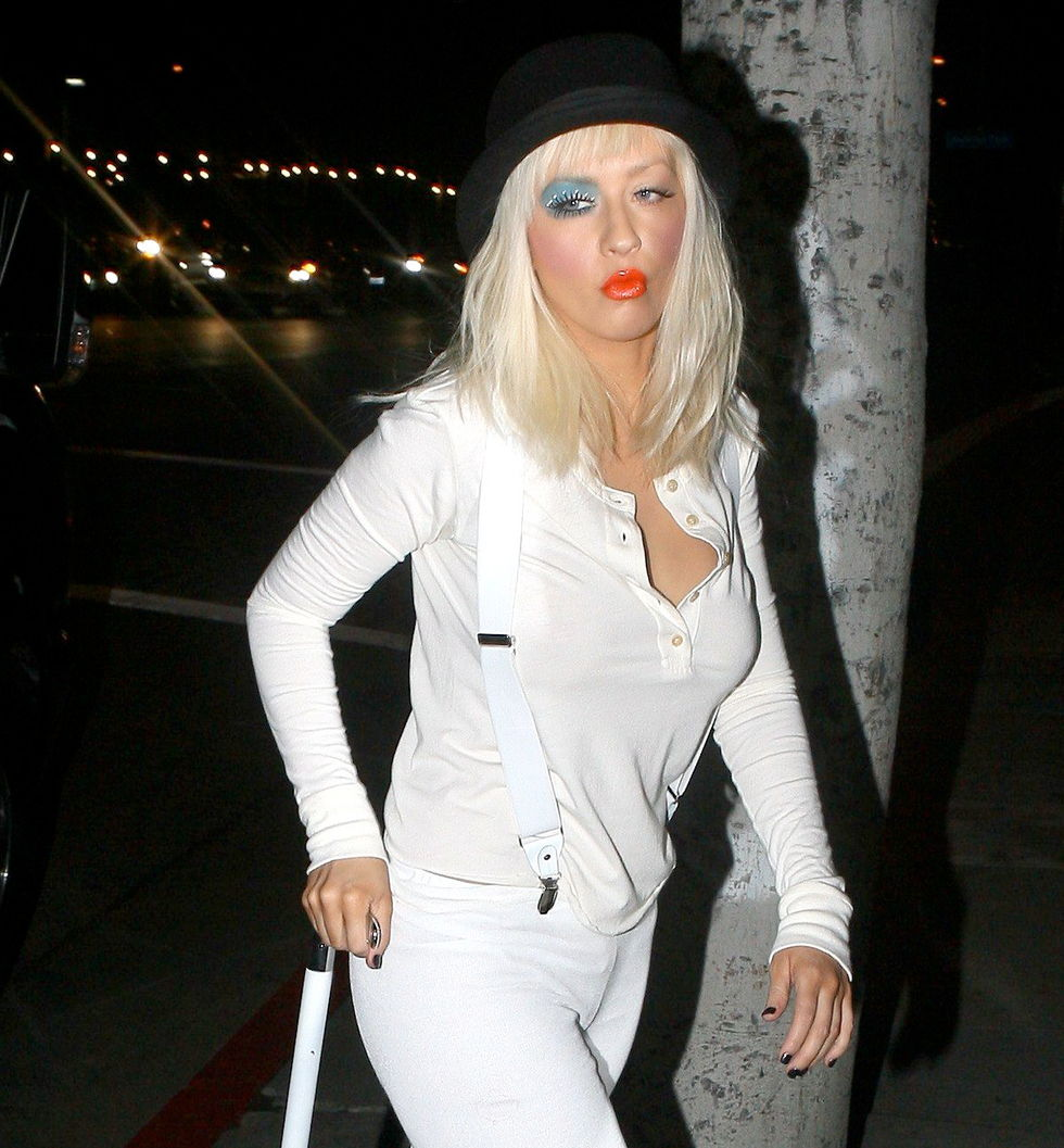 christina-aguilera-28th-birthay-party-at-osteria-mozza-in-hollywood-01