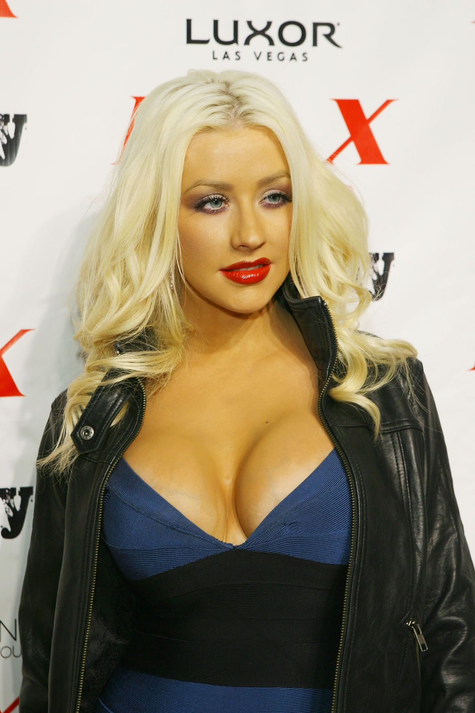 christina-aguilera-at-lax-nightclub-in-las-vegas-01