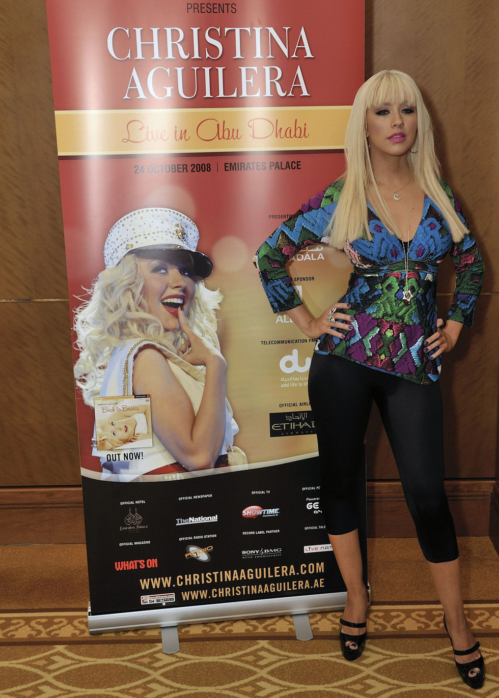christina-aguilera-at-press-conference-in-abu-dhabi-01