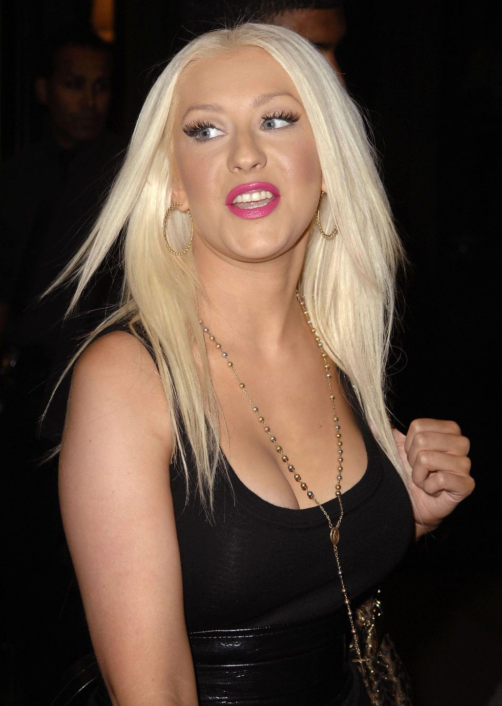 christina-aguilera-cleavage-candids-in-new-york-city-01