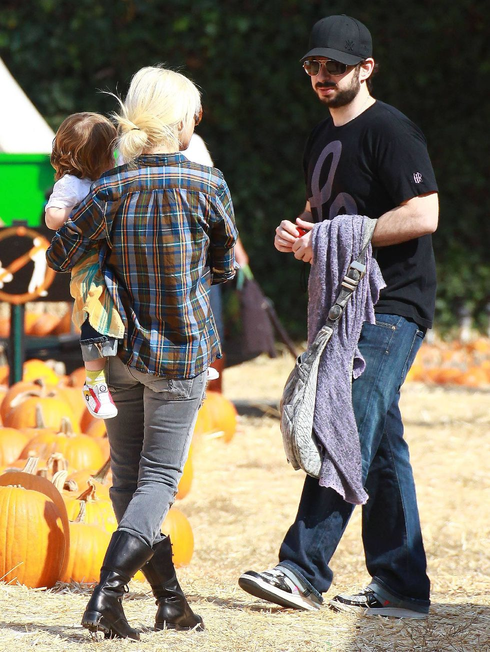 christina-aguilera-candids-at-pumpkin-patch-01