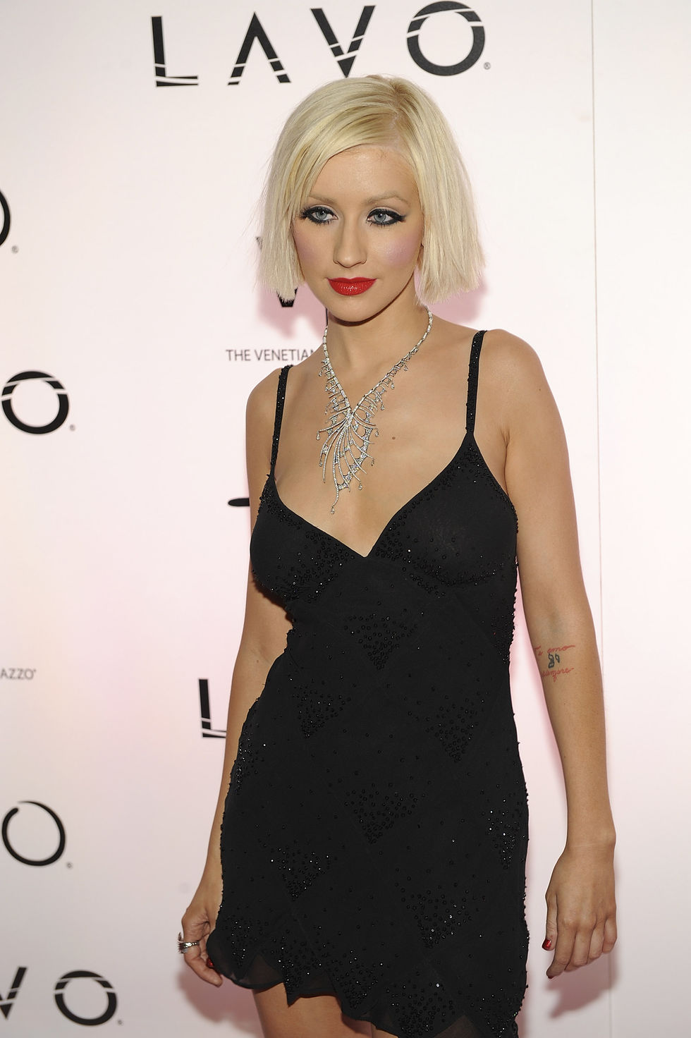 christina-aguilera-hosts-new-years-eve-at-tao-in-las-vegas-01
