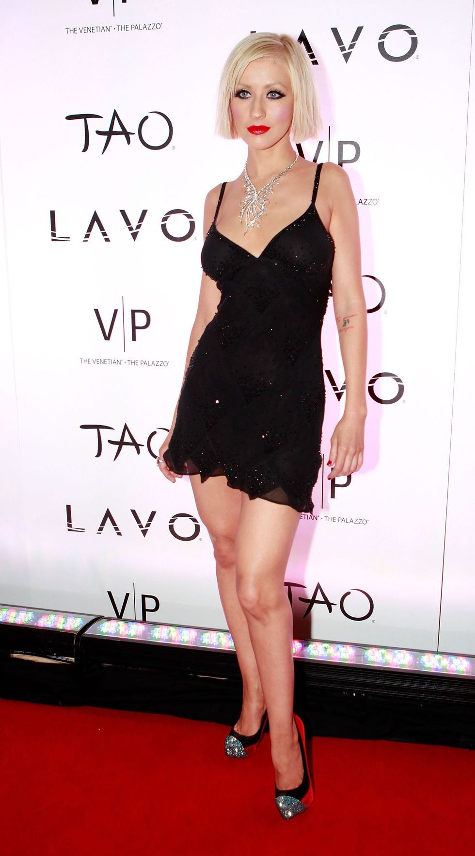 christina-aguilera-new-years-eve-party-in-las-vegas-01