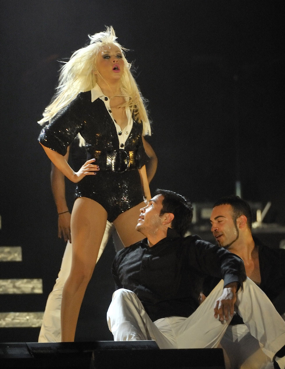 christina-aguilera-performs-at-emirates-palace-hotel-in-abu-dhabi-01