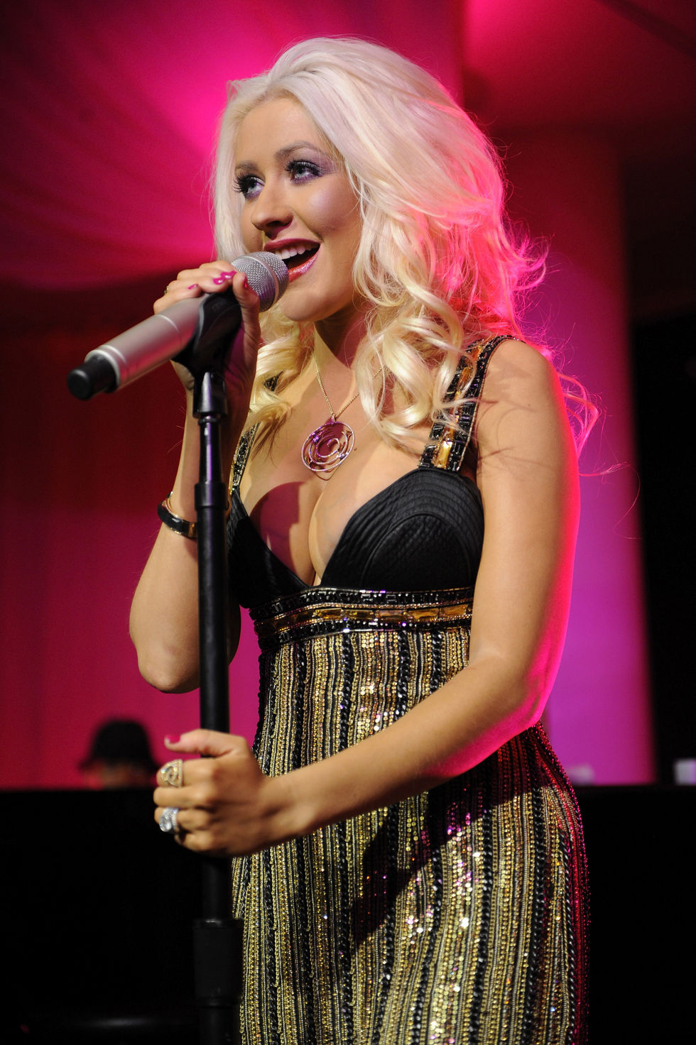 christina-aguilera-stephen-webster-silver-collection-launch-at-pure-in-las-vegas-01