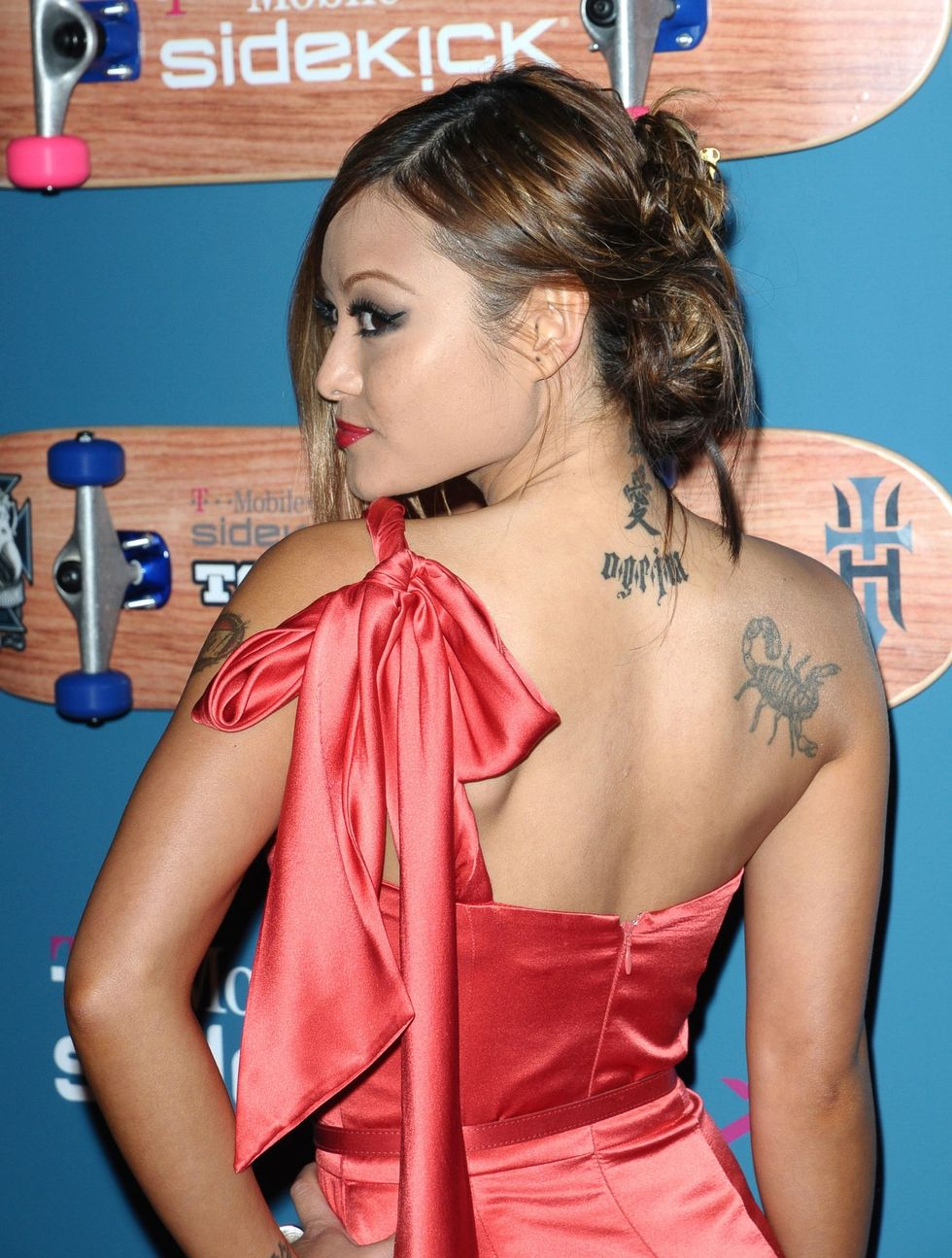 christina-milian-and-tila-tequila-t-mobile-sidekick-lx-tony-hawk-edition-party-in-los-angeles-01