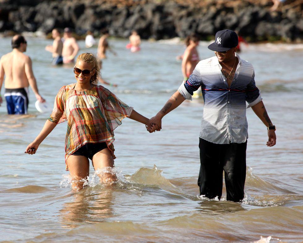christina-milian-bikini-candids-at-the-beach-in-hawaii-01