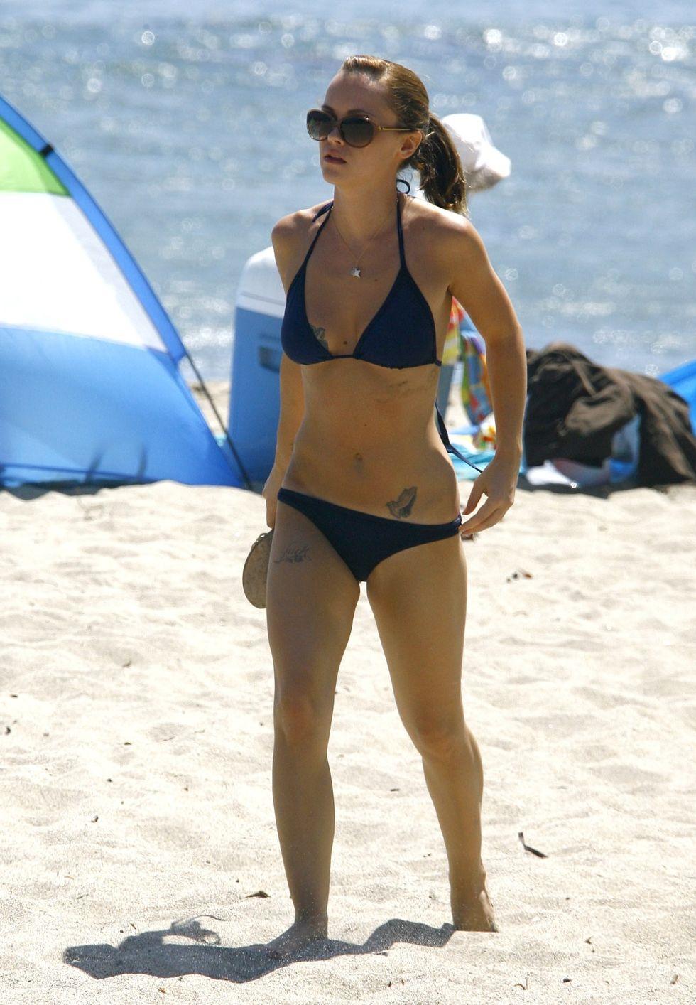 christina-ricci-bikini-candids-on-malibu-beach-01