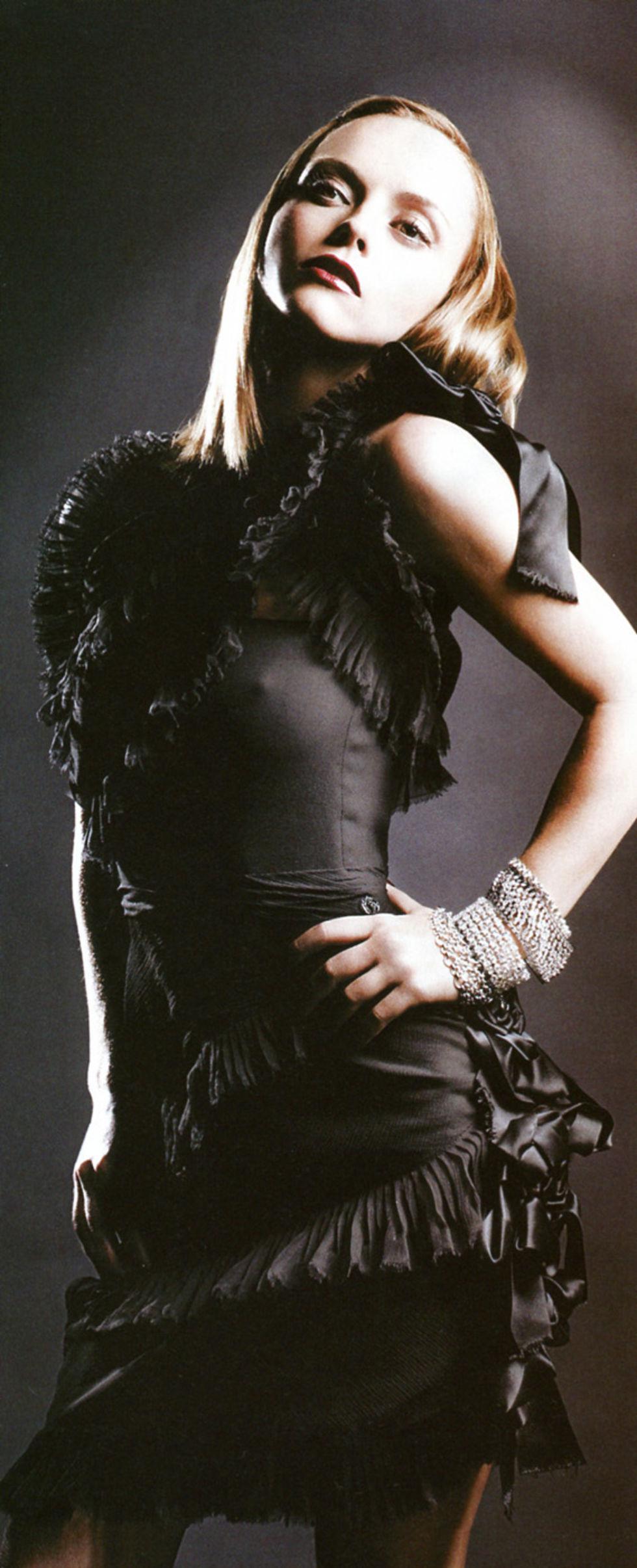 christina-ricci-vanity-fair-magazine-italy-octobrt-2008-01