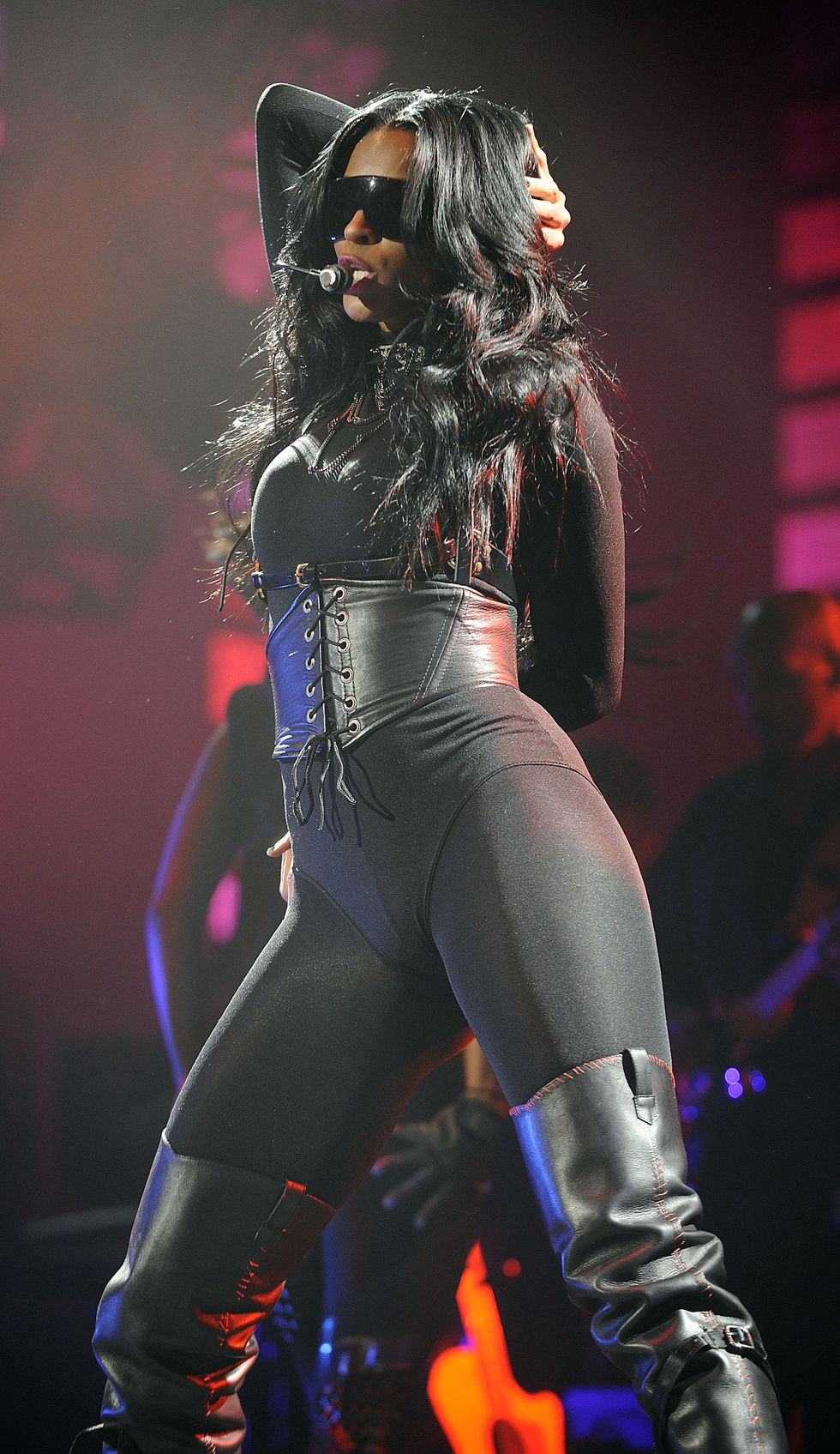 ciara-performs-at-the-justin-timberlake-and-friends-concert-01