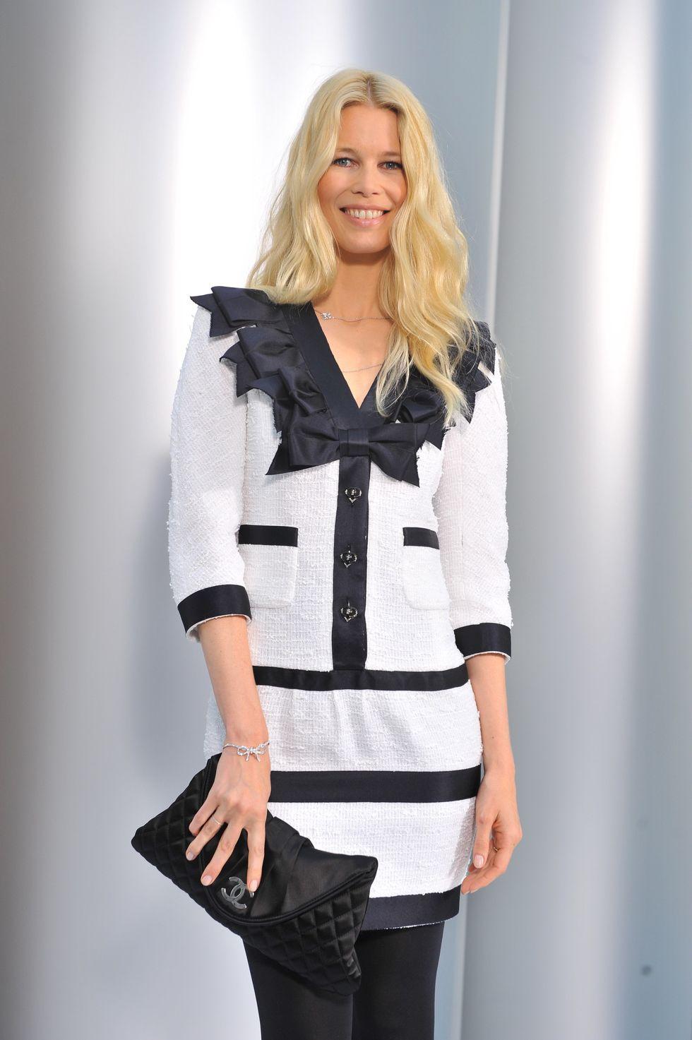 claudia-schiffer-chanel-haute-couture-fall-winter-2008-2009-fashion-show-01