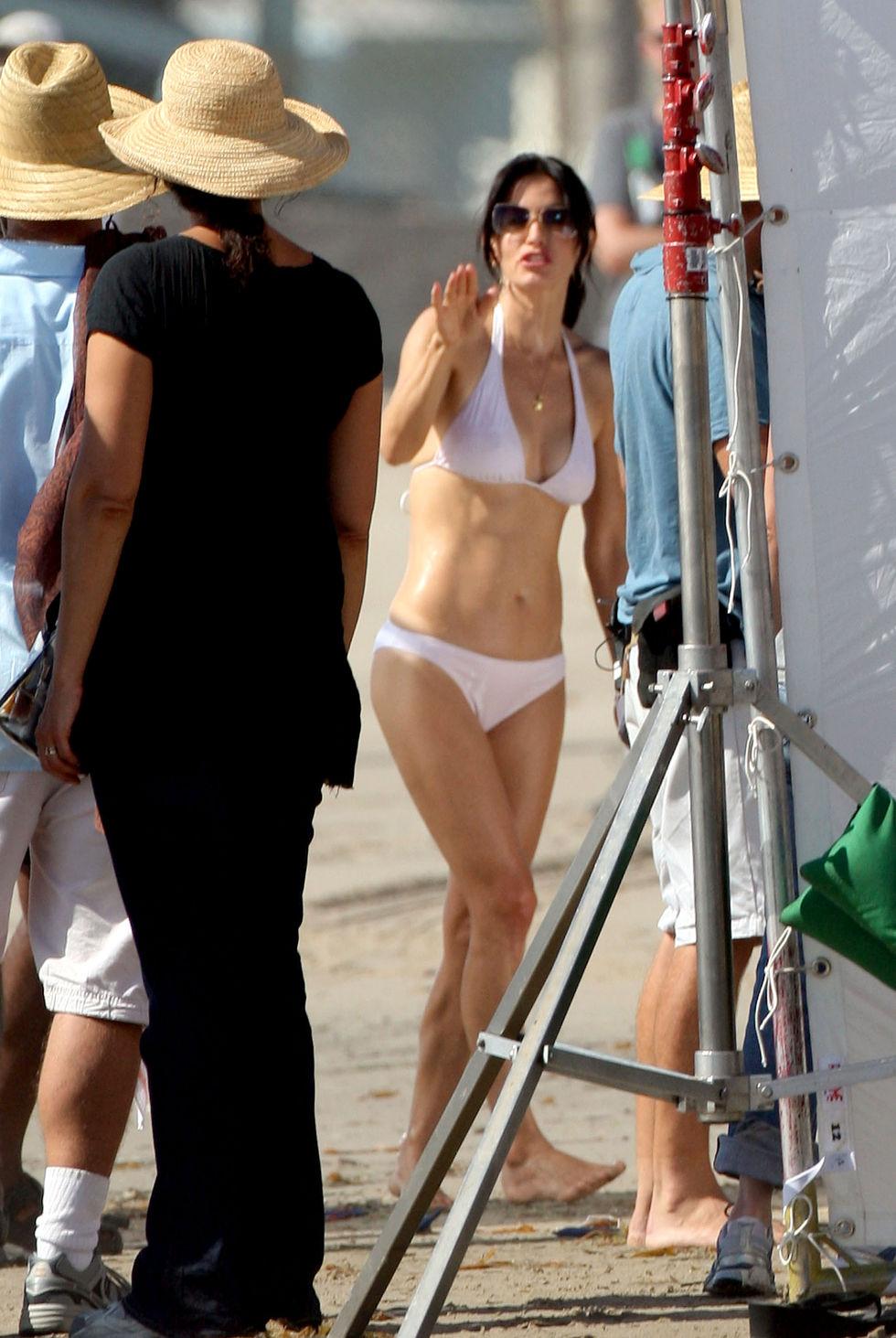 courteney-cox-in-bikini-on-set-of-cougartown-in-malibu-14