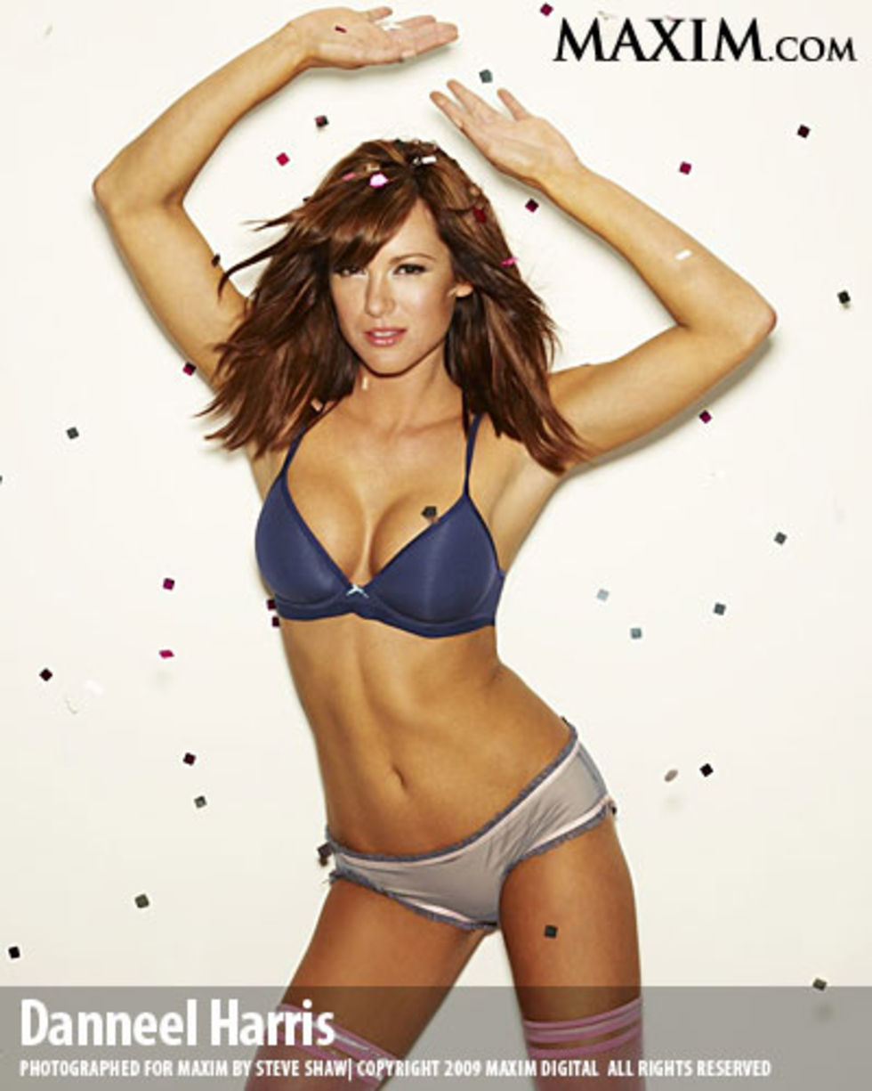 danneel-harris-maxim-magazine-march-2009-02