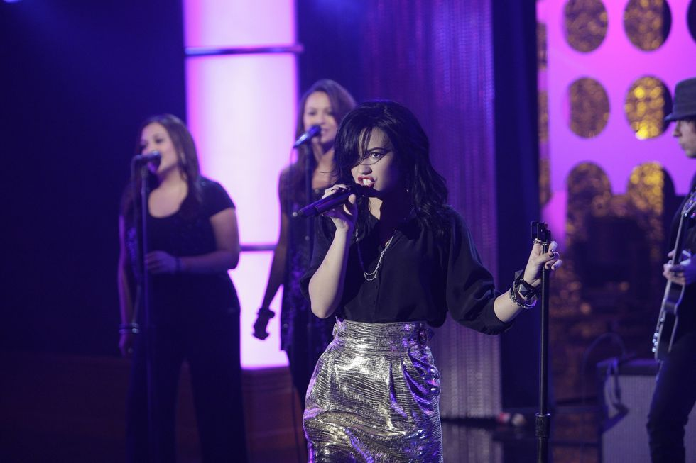 demi-lovato-on-the-tonight-show-with-conan-obrien-in-los-angeles-01