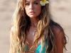 denise-richards-blue-bikini-candids-on-the-beach-in-maui-01