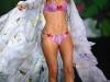 doutzen-kroes-2009-victorias-secret-fashion-show-04