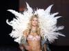 doutzen-kroes-2009-victorias-secret-fashion-show-09