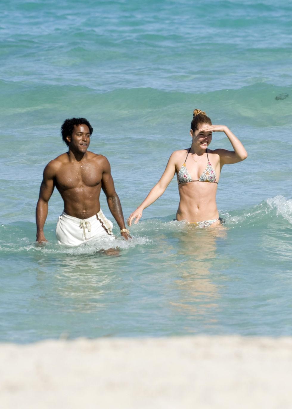 doutzen-kroes-bikini-candis-at-the-beach-in-miami-01