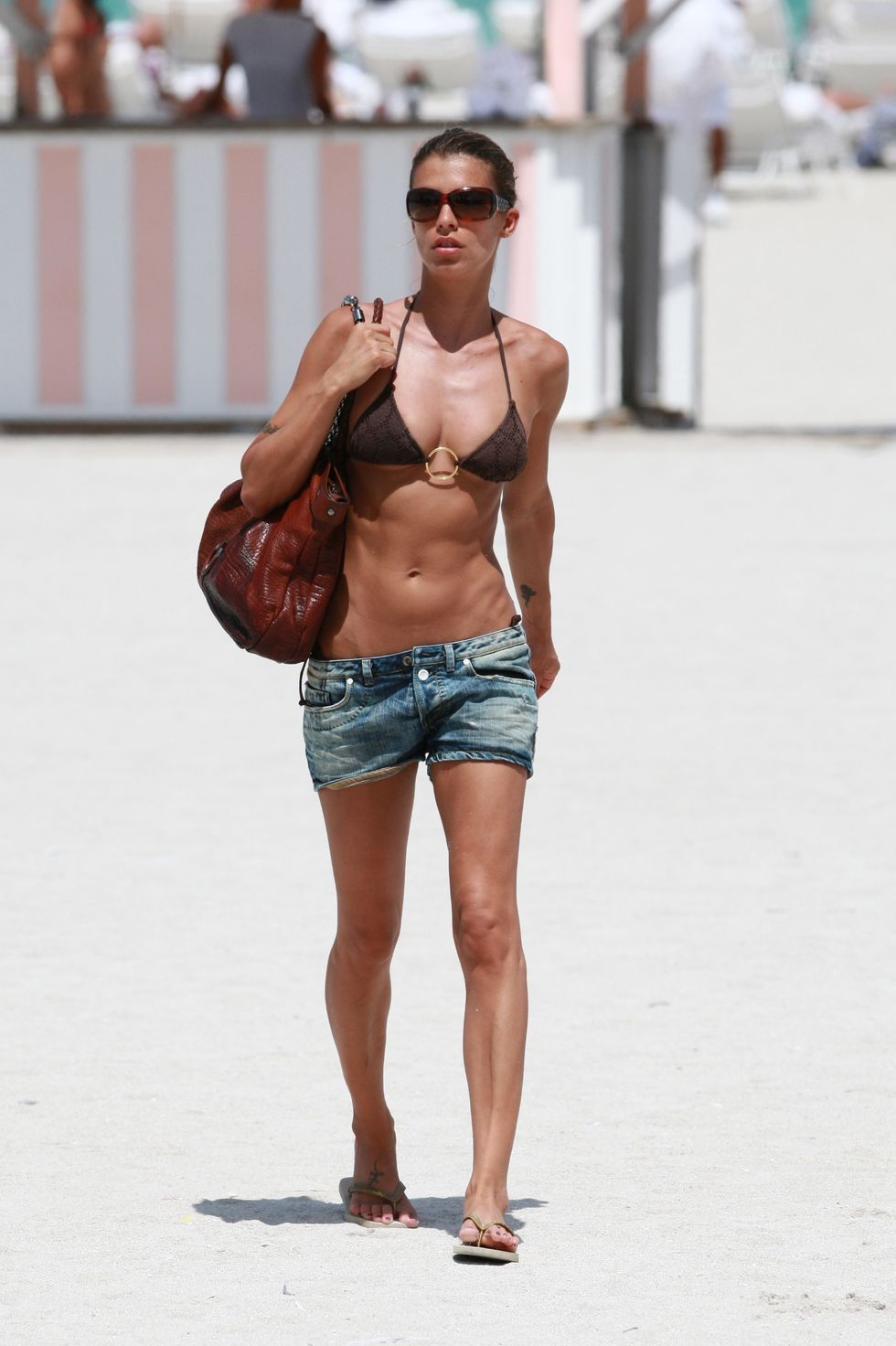 elisabetta-canalis-in-bikini-on-the-beach-in-miami-09
