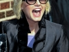 elisha-cuthbert-visits-the-late-show-with-david-letterman-in-new-york-04