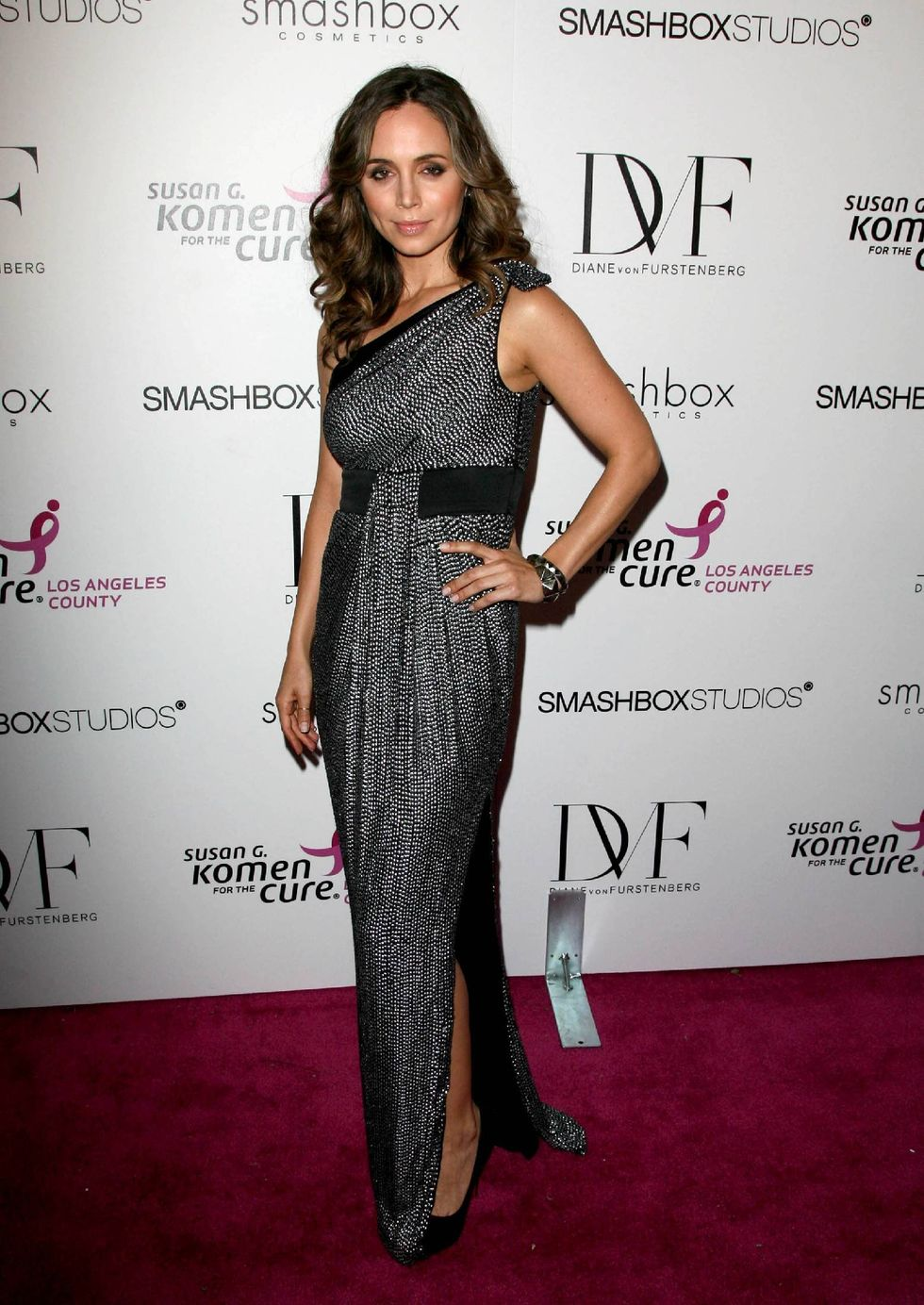 eliza-dushku-8th-annual-fashion-for-the-cure-in-hollywood-01