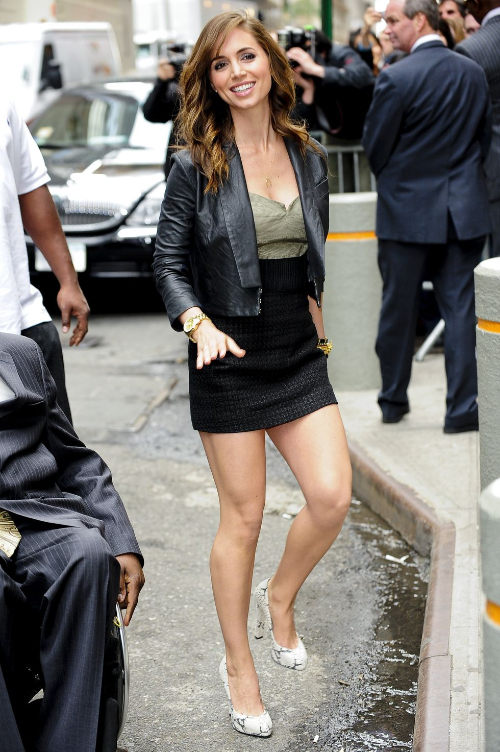 eliza-dushku-leggy-candids-in-new-york-01