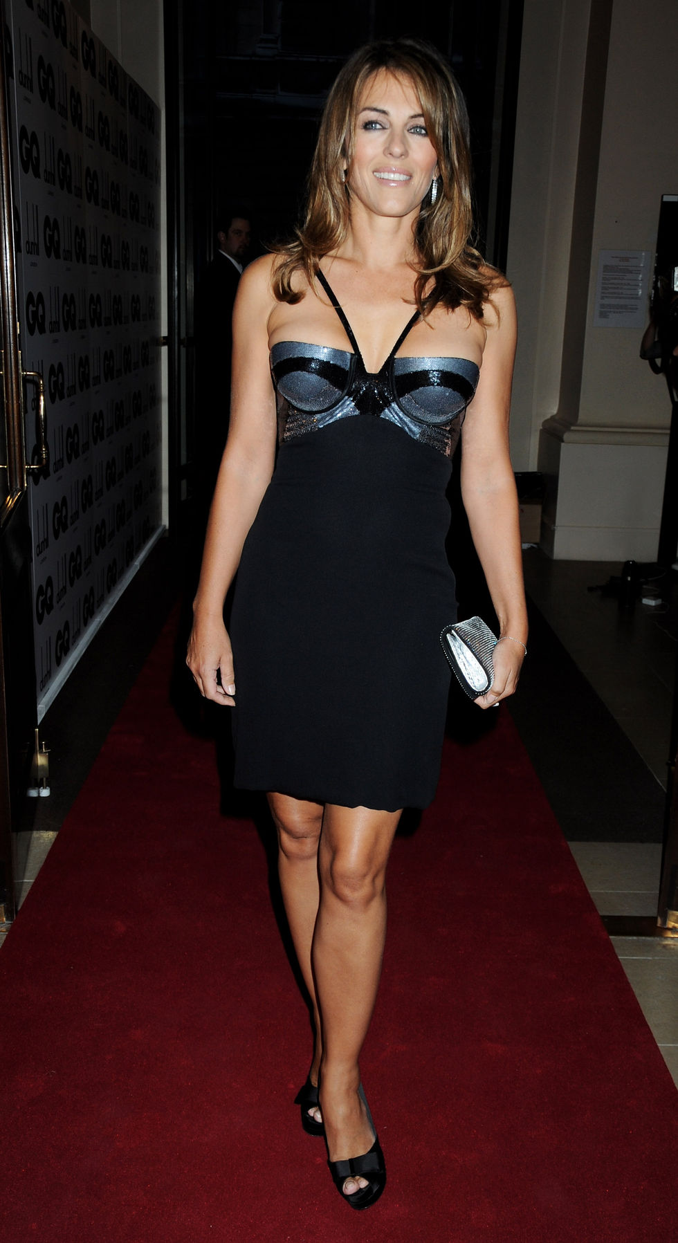 elizabeth-hurley-gq-men-of-the-year-awards-in-london-01