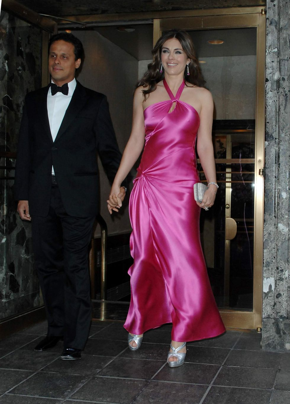elizabeth-hurley-hot-pink-party-in-new-york-01