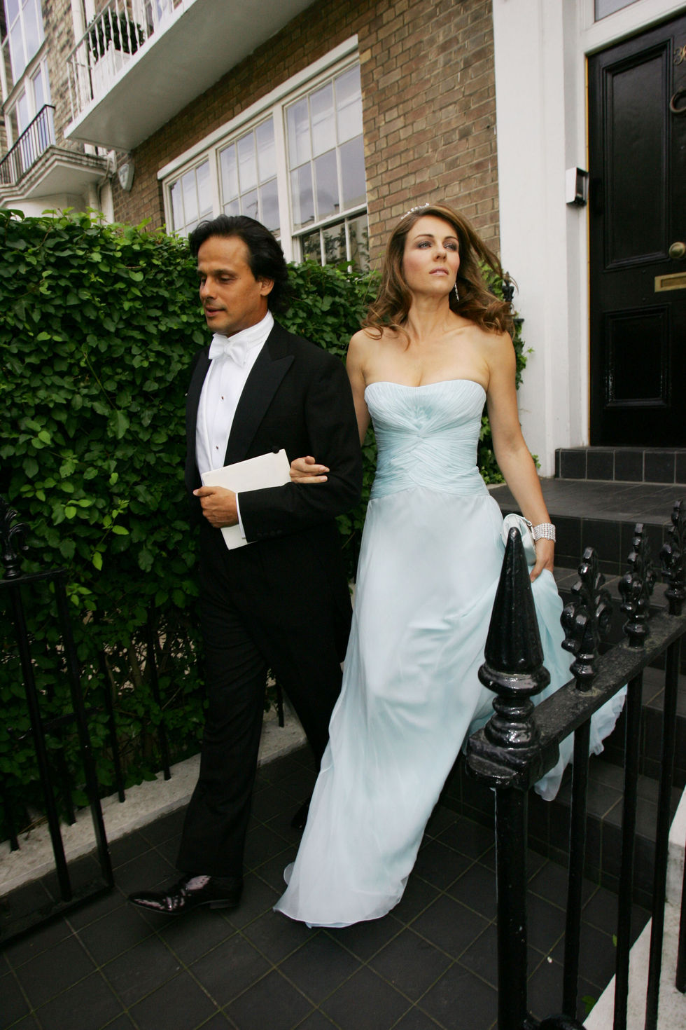 liz-hurley-at-elton-johns-white-tie-and-tiara-ball-01