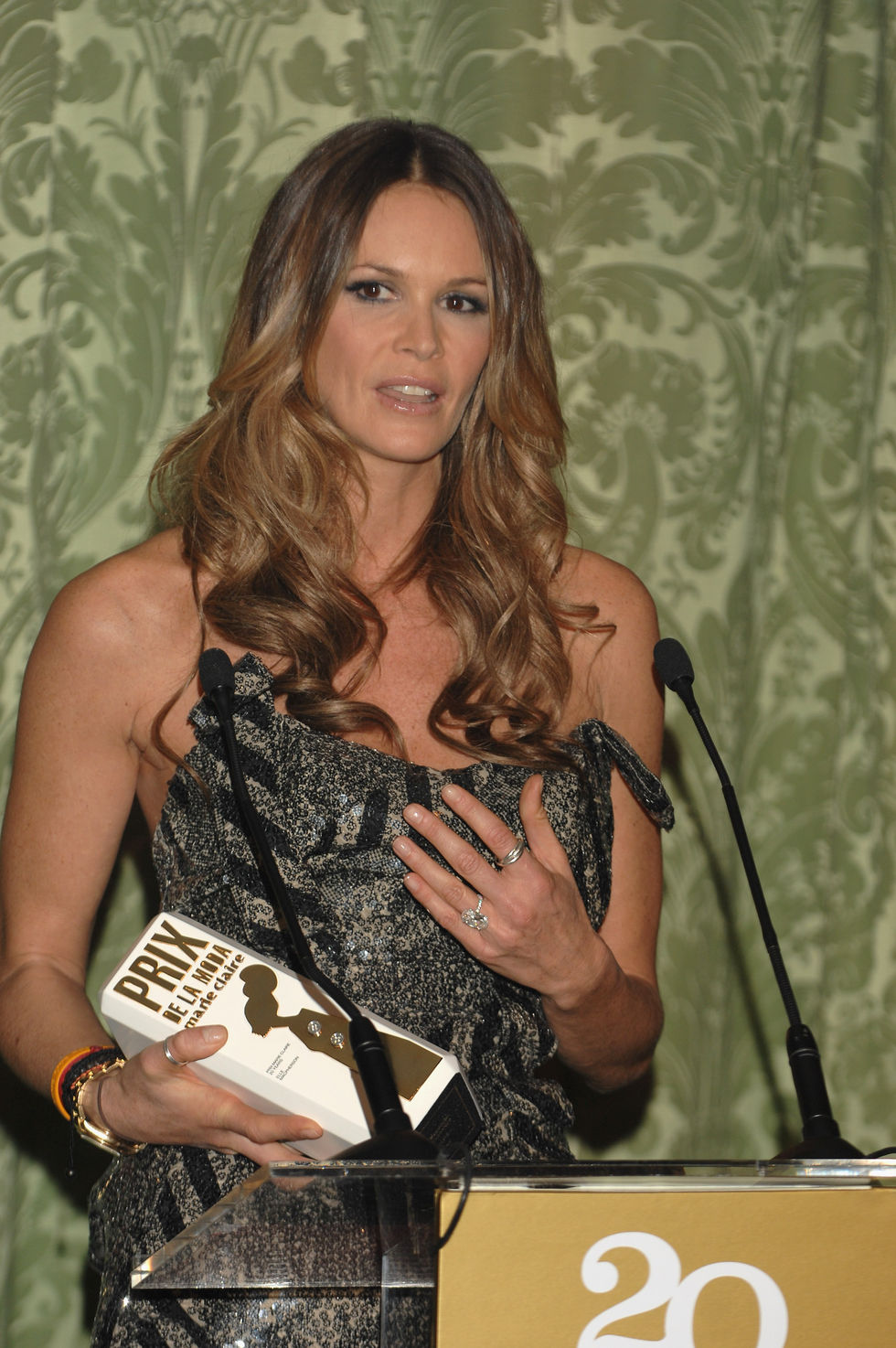 elle-macpherson-5th-marie-claire-magazine-awards-in-madrid-01