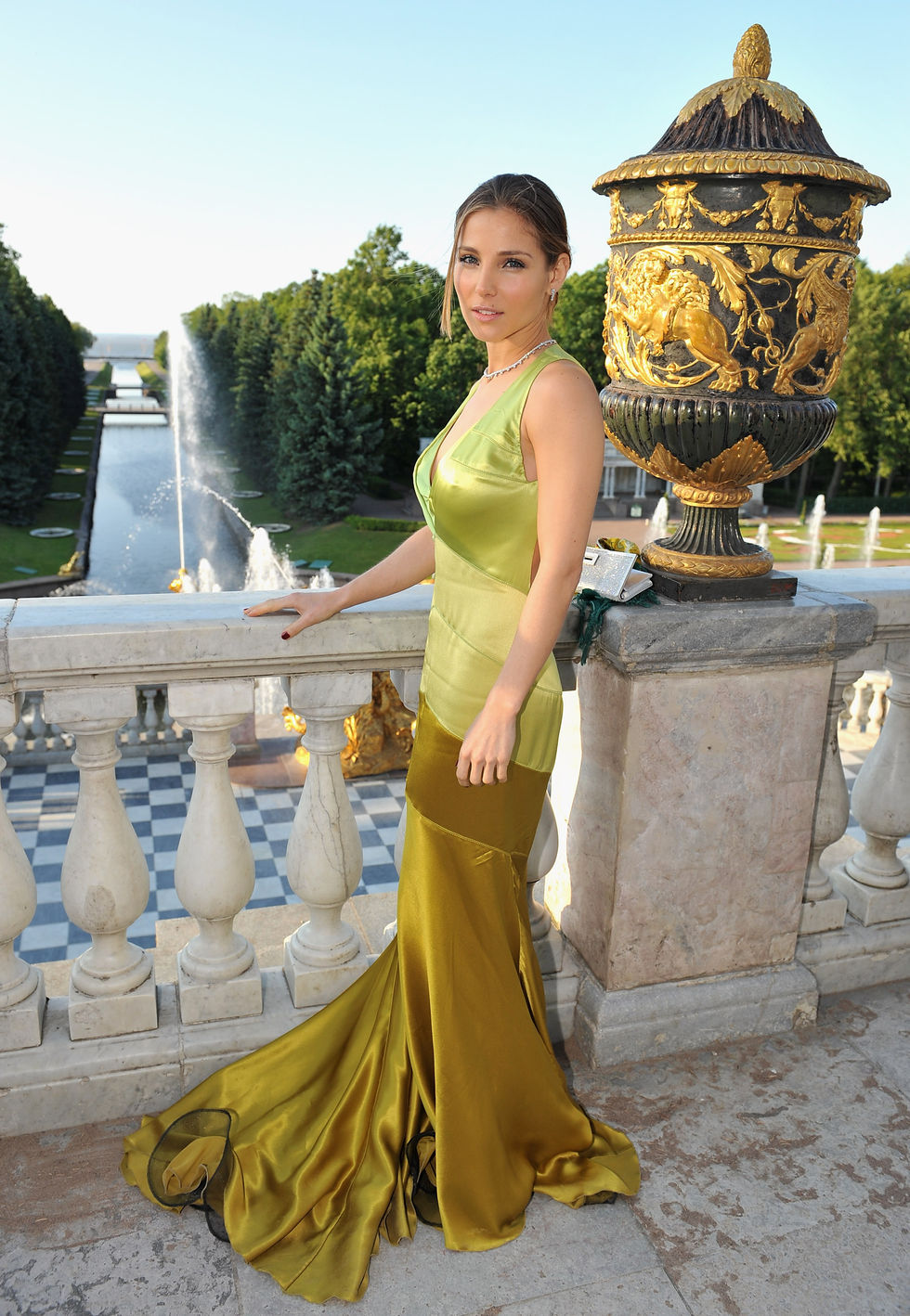 elsa-pataky-montblanc-white-nights-festival-reception-and-dinner-in-st-petersburg-03