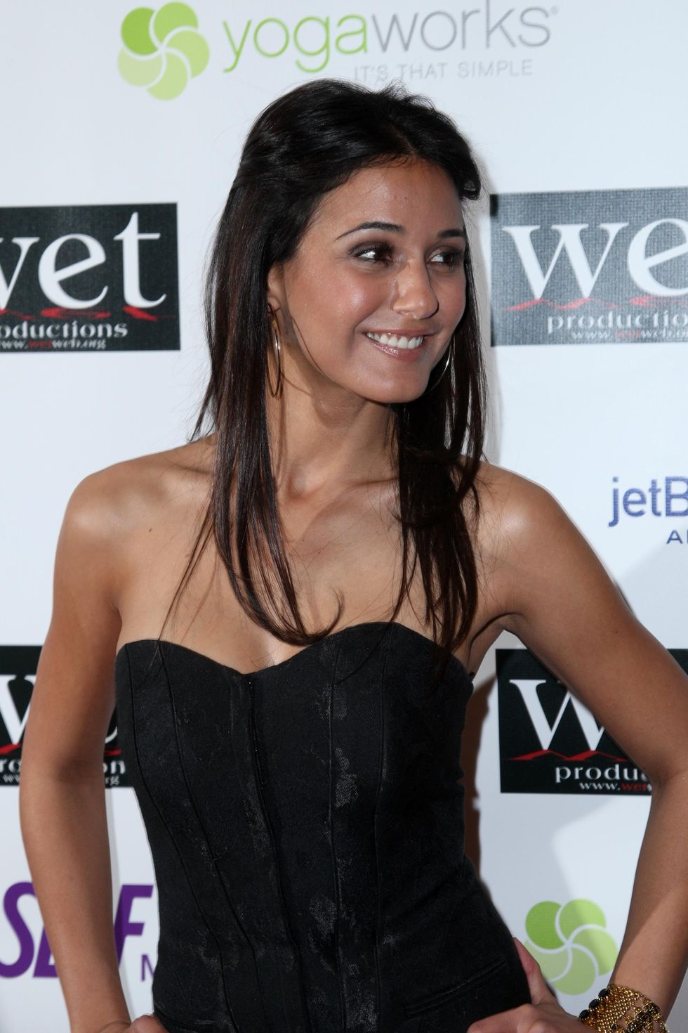 emmanuelle-chriqui-love-benefit-to-support-wets-10th-season-01