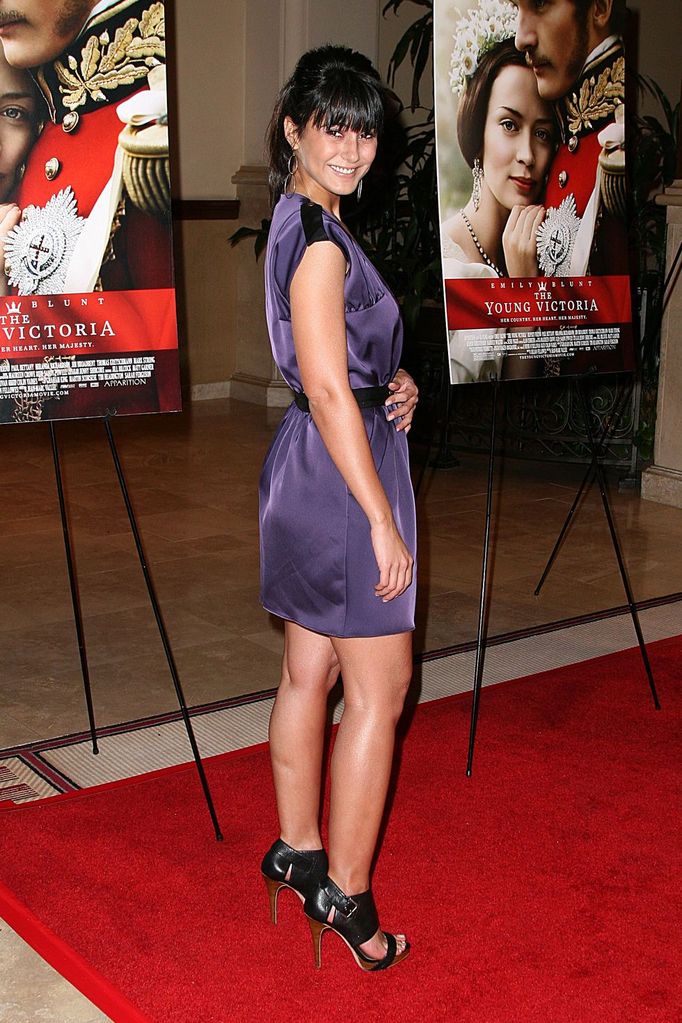 emmanuelle-chriqui-the-young-victoria-premiere-in-los-angeles-01
