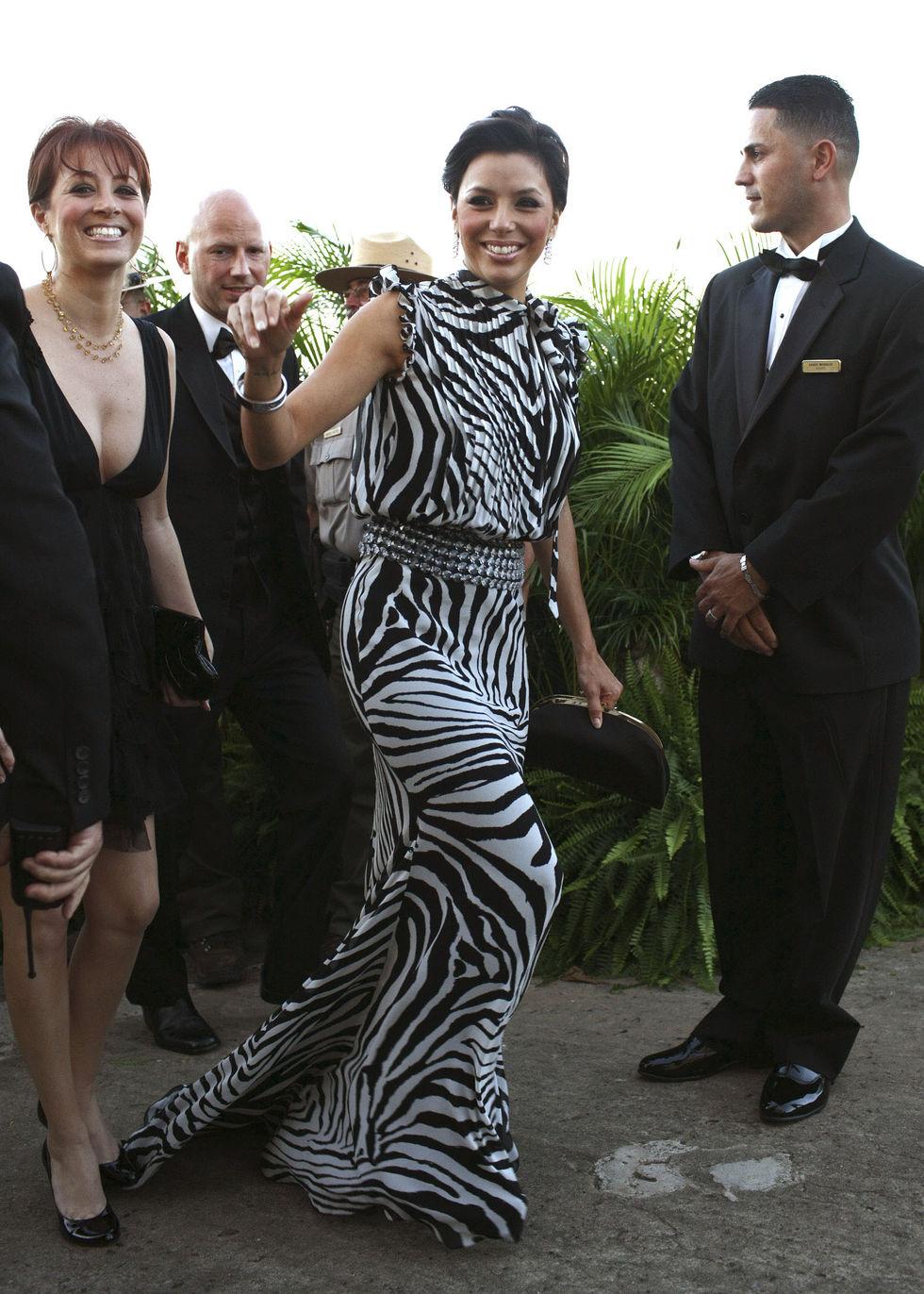 eva-longoria-arrives-at-the-wedding-of-roselyn-sanchez-in-puerto-rico-01
