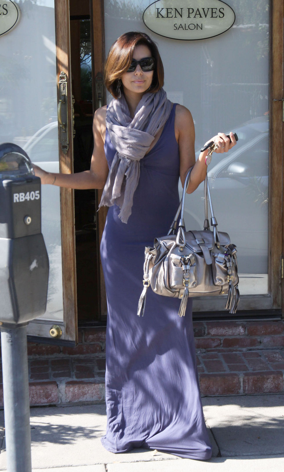 eva-longoria-at-ken-paves-salon-in-west-hollywood-01