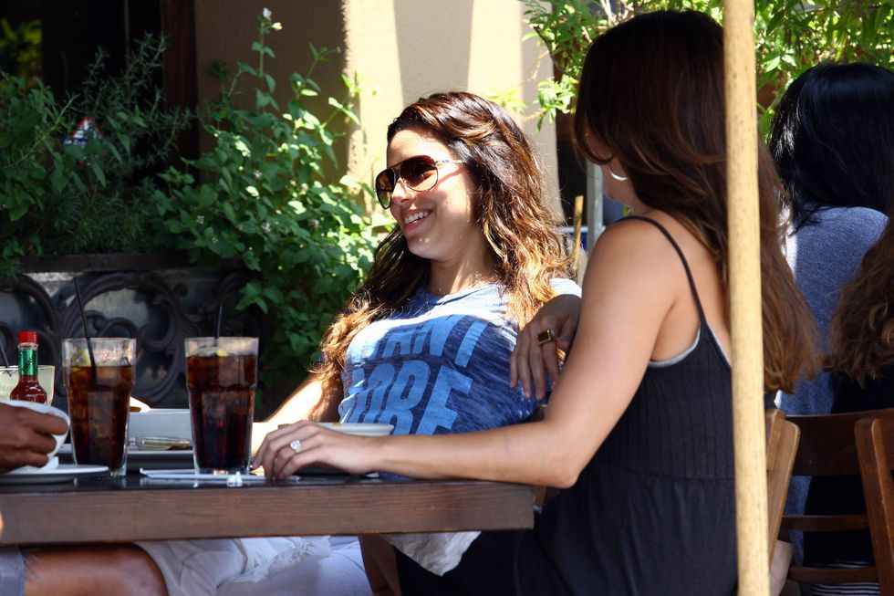 eva-longoria-at-toast-bakery-cafe-in-hollywood-01