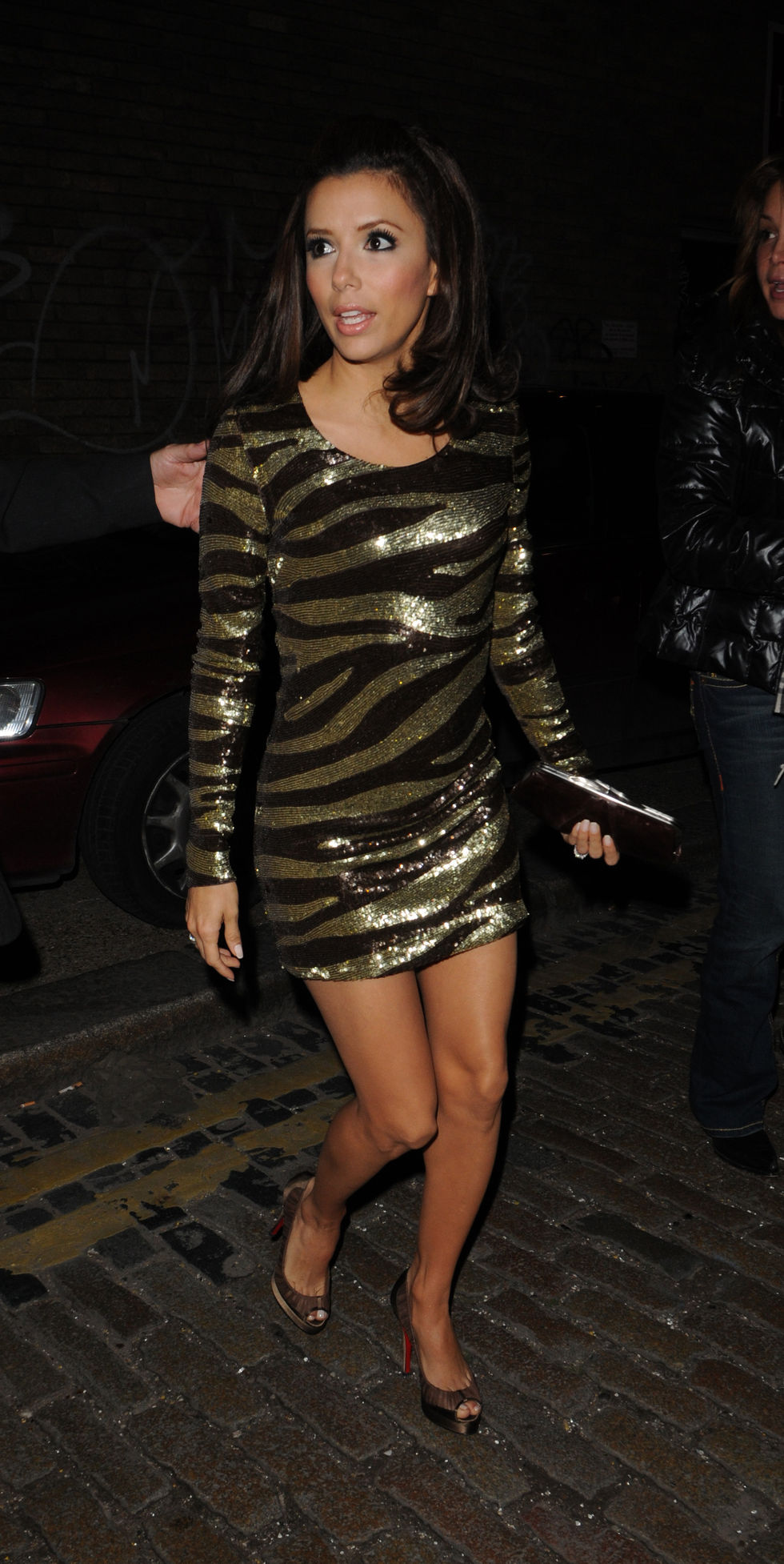 eva-longoria-candids-in-london-01