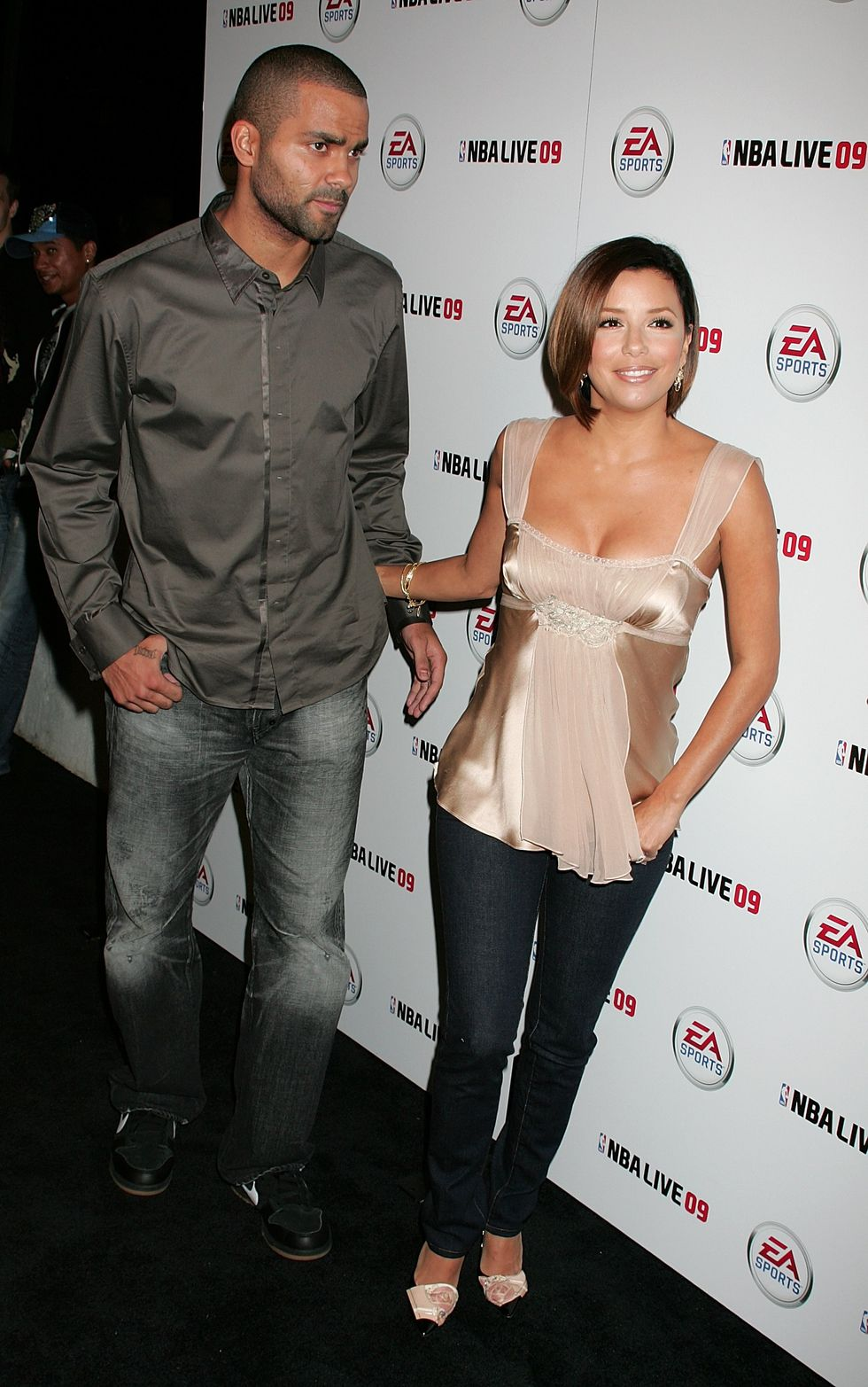 eva-longoria-nba-live-09-launch-in-hollywood-01