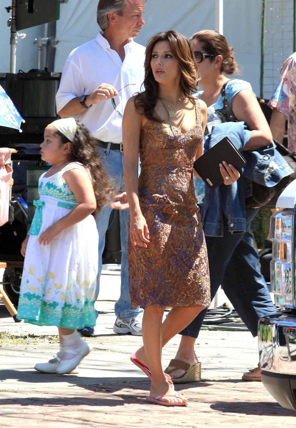 eva-longoria-on-the-set-of-desperate-housewives-01
