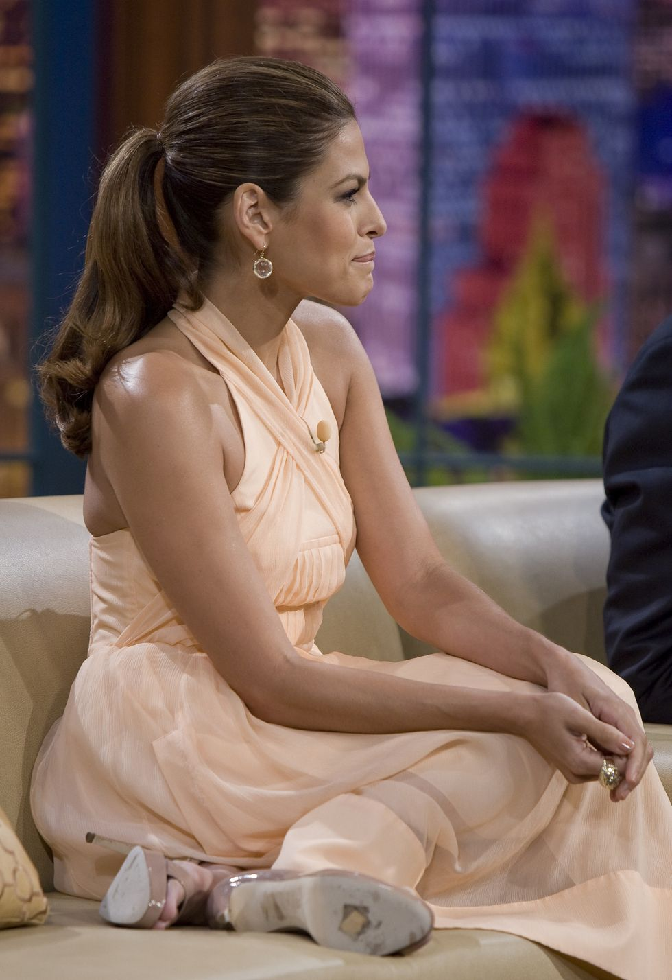 eva-mendes-at-the-tonight-show-with-jay-leno-in-los-angeles-05