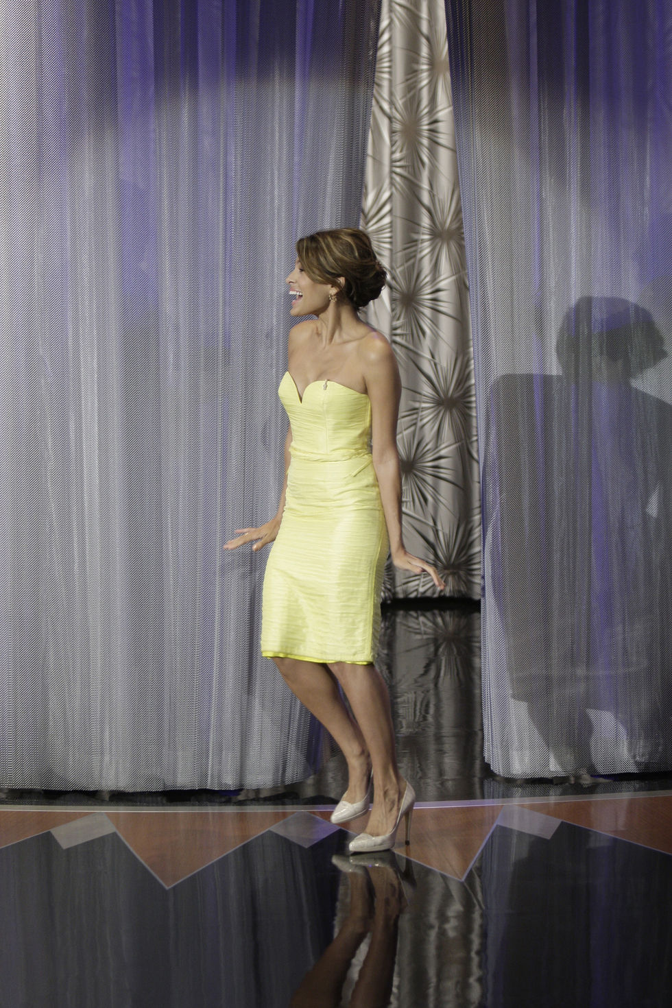 eva-mendes-at-tonight-show-with-conan-obrian-in-los-angeles-01