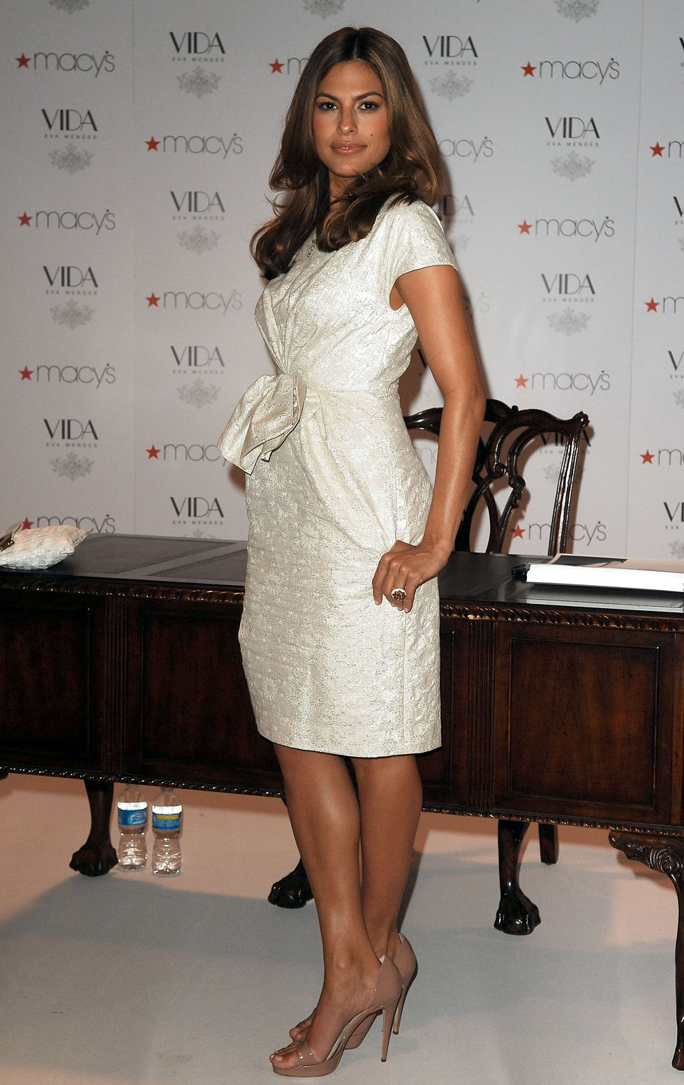 eva-mendes-home-decor-line-vida-launch-in-miami-01
